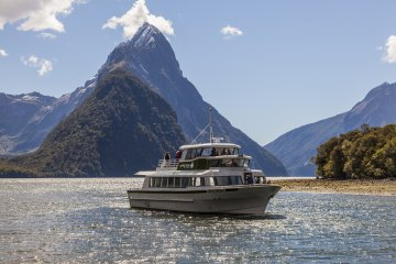 Milford Sound Boat Cruise showing Mitre Peak